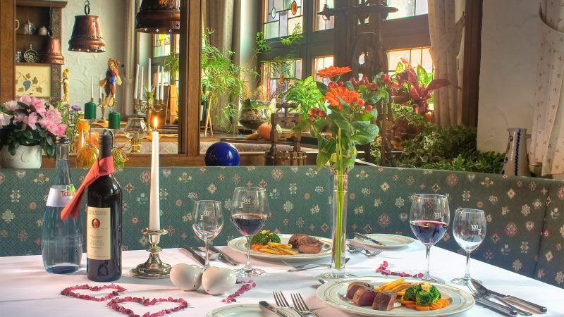 Flair Hotel Weinstube Lochner Dinner Tisch