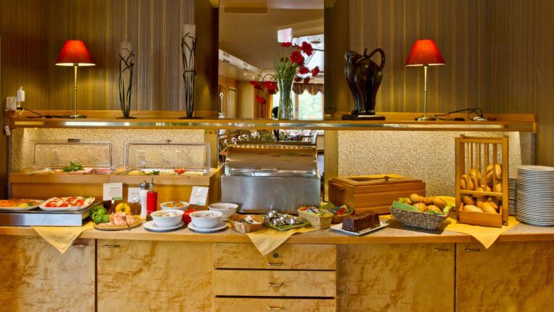 Hotel Püster Buffettstation