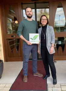 Alexander und Gudrun Erck vom Flair Hotel Erck in Bad Schönborn mit dem GreenSign Siegel