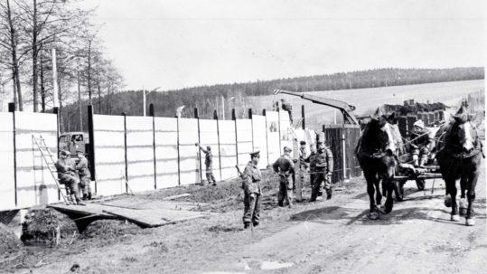 Bau der 700 Meter langen Betonsperrmauer 1966