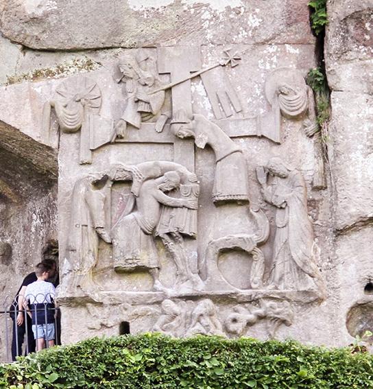 Das Relief der Kreuzabnahme Christi ist ein Kunstwerk von europäischem Rang