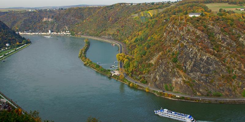 Der sagenumwobene Loreleyfelsen im Oberen Mittelrheintal