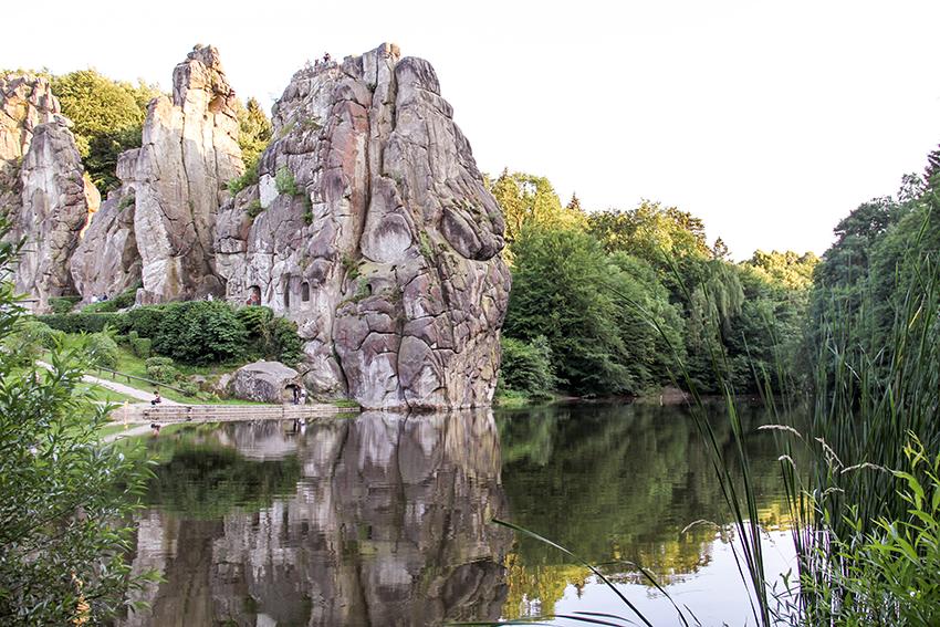 Die Externsteine im Teutoburger Wald sind ein beliebtes Ausflugsziel