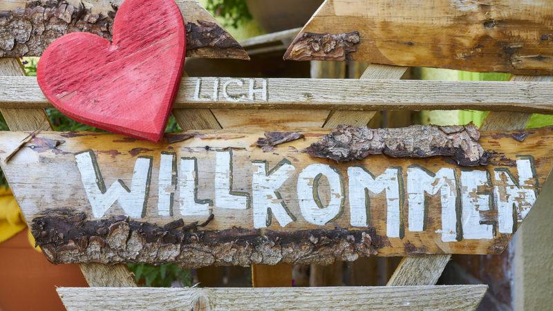 Willkommensschild im Flair Berghotel Talblick