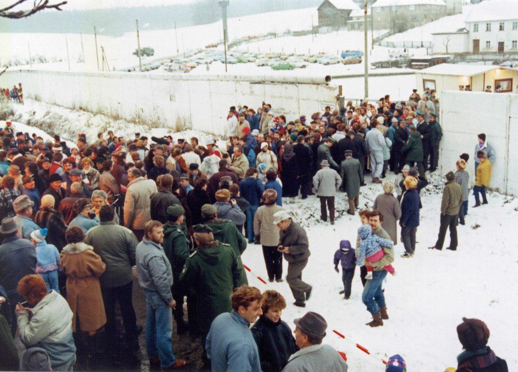 Eröffnung des Grenzübergangs Mödlareuth am 9. Dezember 1989