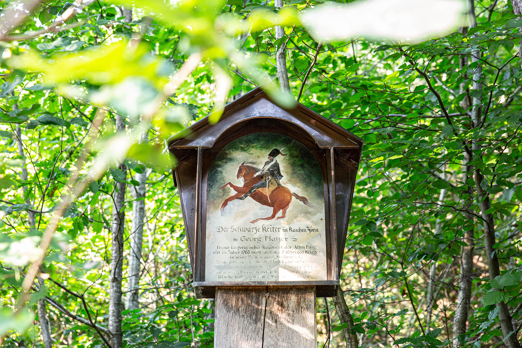 Eine Gedenktafel erinnert an die Heldentaten des Schwarzen Reiters Georg Platzer