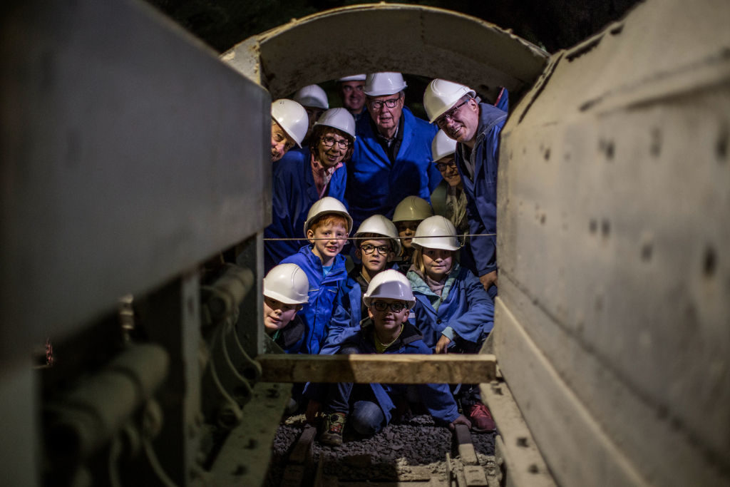 Im Besucherbergwerk Bestwig-Ramsbeck begeben sich Besucher auf eine Entdeckungsreise ins Innere der Erde