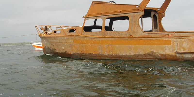 Schiffswrack am Tag seiner Versenkung im Arendsee