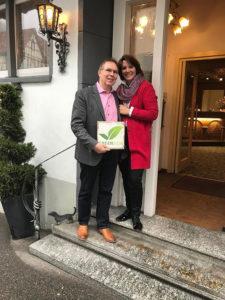 Tanja und Thomas Frank vom Flair Hotel Vier Jahreszeiten in Bad Urach mit dem GreenSign Siegel