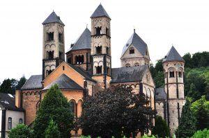 Die Abtei Maria Laach in der Eifel.
