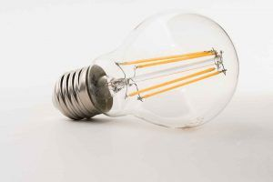 Nachhaltigkeit im Hotel mit einem LED-Leuchtmittel wie diesem.