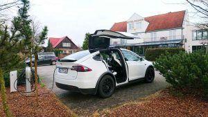 Ladestation für Elektroautos im Flair Hotel Reuner in Zossen in Brandenburg, das sehr auf Nachhaltigkeit Wert legt.