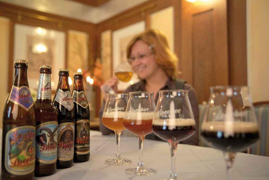 Verschiedene Biersorten im Glas im Brauereigasthof Sperber Bräu in Sulzbach-Rosenberg.
