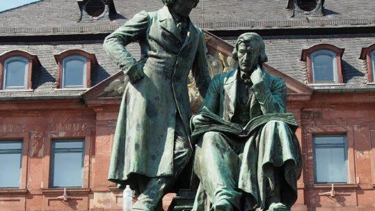 Gebrüder Grimm Statue