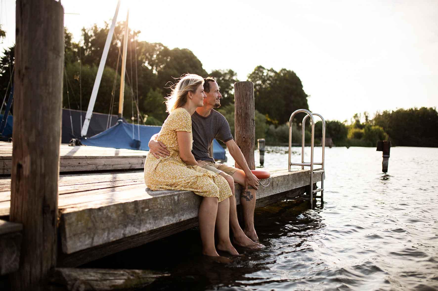 Paar an Wassersteg Schleswig Holstein
